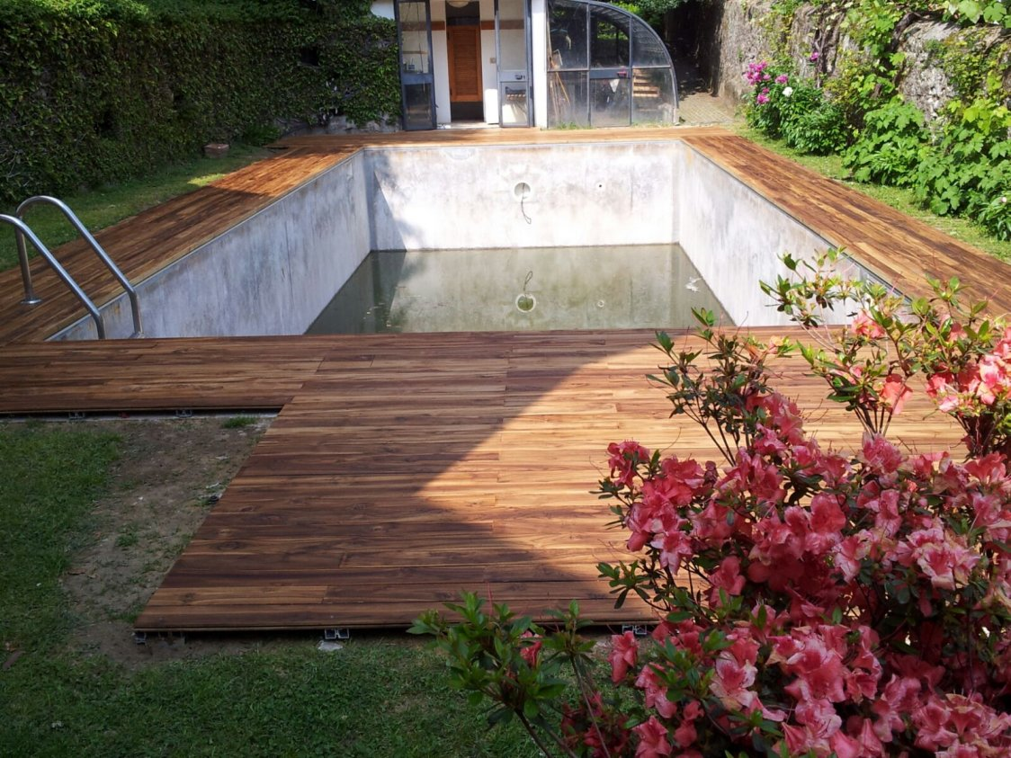 Parquet per piscine soriano pavimenti in legno for Bordi per piscine