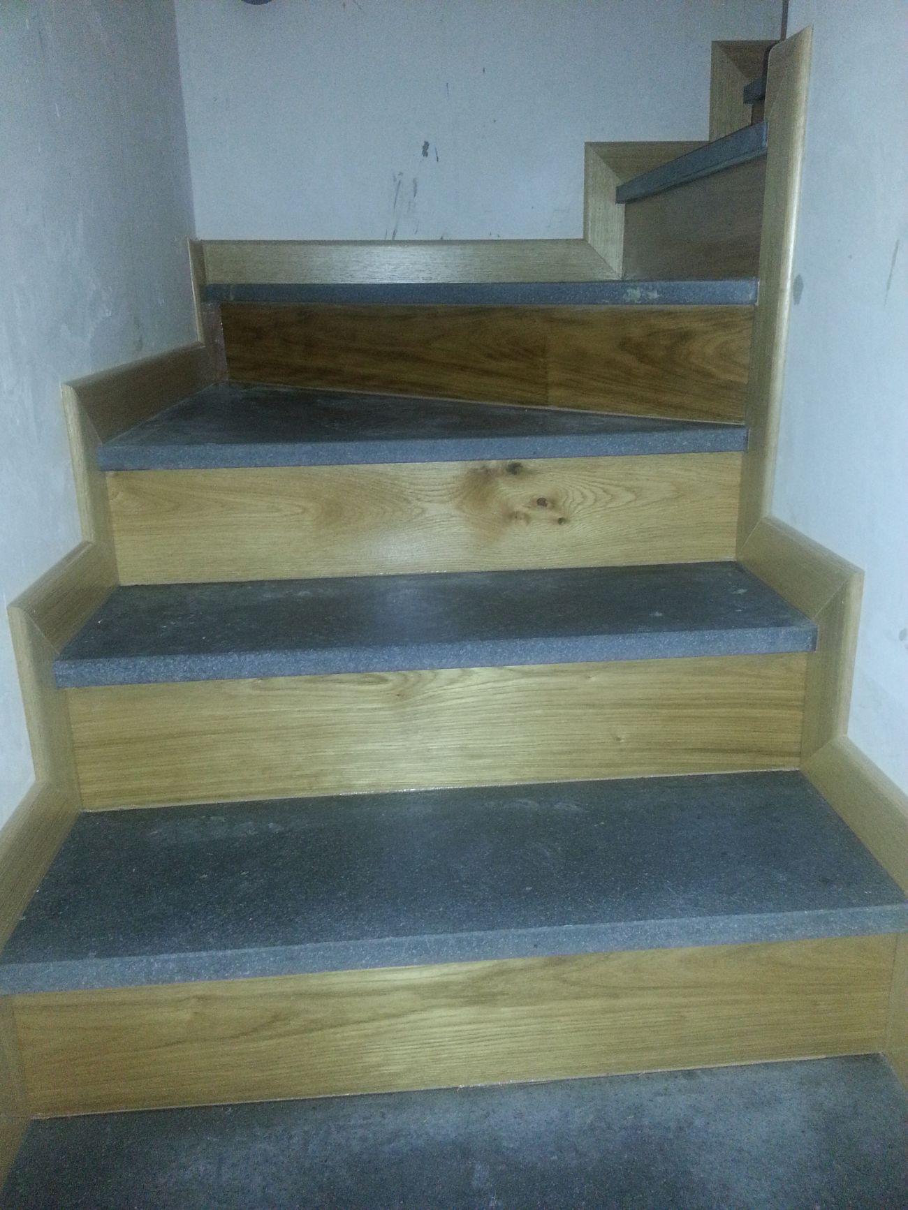 Rivestimento in legno per gradini soriano pavimenti in legno for Gradini in legno prezzi