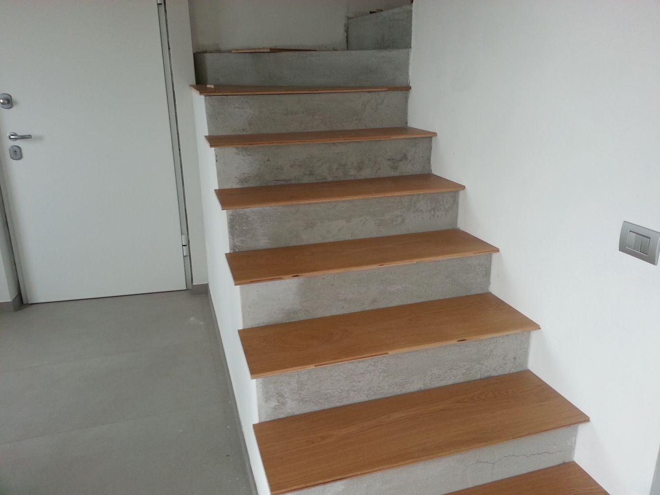 Rivestimento in legno per gradini soriano pavimenti in legno - Piastrelle scale interne ...